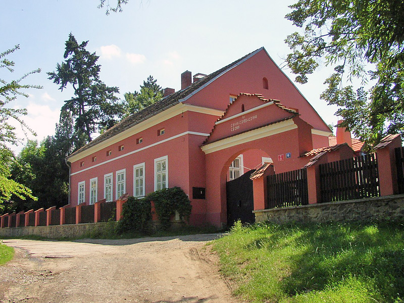 Residential building of the estate (author: p.mrk)
